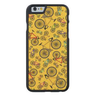 Bicis amarillas del camino funda de iPhone 6 carved® de arce