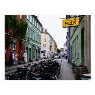 Bicis en la calle vieja de Copenhague Postal