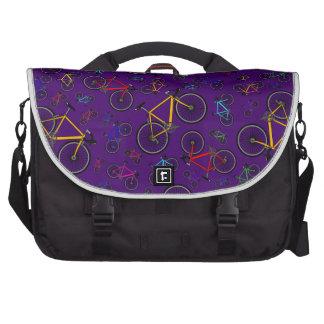 Bicis púrpuras del camino bolsa de ordenador