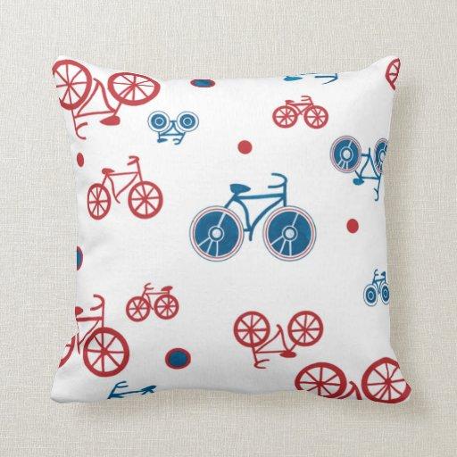 Bicis rojas y azules cojines