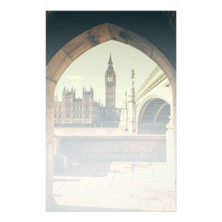 Big Ben debajo del arco, Londres Reino Unido Papeleria De Diseño