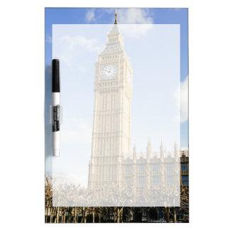 Big Ben en un día soleado, Londres Reino Unido Pizarras Blancas