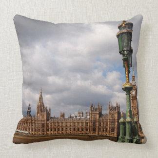 Big Ben y casas del parlamento en Londres Almohadas