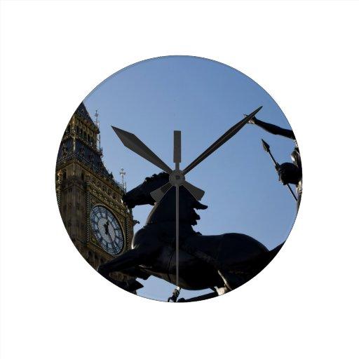 Big Ben y estatua de Boadicea Reloj Redondo Mediano
