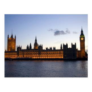 Big Ben y las casas del parlamento en la ciudad Postales