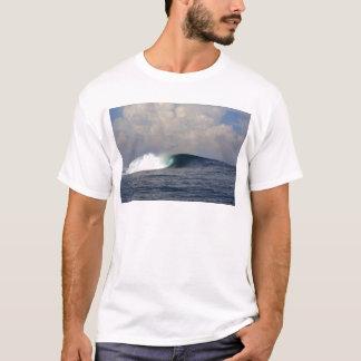Big blue tropical ocean surfing wave T-Shirt