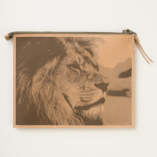 Big lion looking far away travel pouch