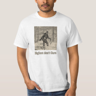Bigfoot don't care - carrying a honey badger T-Shirt