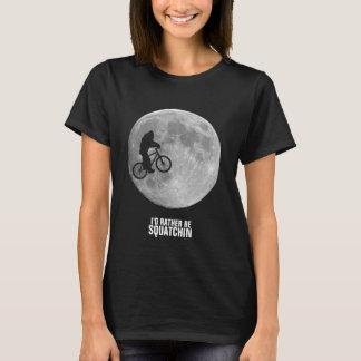Bigfoot en la bici con el fondo de la luna playera