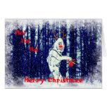 Bigfoot en la tarjeta de Navidad del bosque