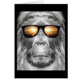 Bigfoot en sombras tarjeta de felicitación