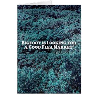 Bigfoot está buscando un buen mercado de pulgas -  tarjeta de felicitación
