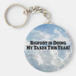 Bigfoot está haciendo mis impuestos - básicos llaveros
