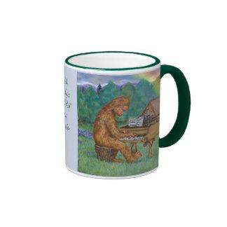 Bigfoot juega la taza de Im Walde