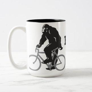 Bigfoot monta la taza
