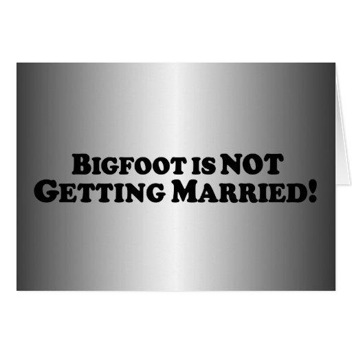 Bigfoot no está consiguiendo casado - básico tarjeta de felicitación
