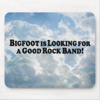 Bigfoot que mira para la buena banda de rock - bás alfombrilla de raton