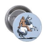 Bigfoot que monta un unicornio pin redondo de 2 pulgadas