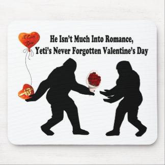 Bigfoot recuerda el día de San Valentín Alfombrilla De Raton