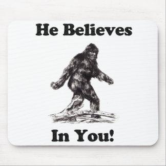 Bigfoot Sasquatch - él cree en usted Mouse Pads
