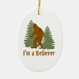 Bigfoot - soy un creyente adorno ovalado de cerámica