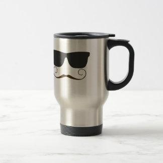 Bigote apuesto taza de café