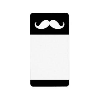 Bigote blanco del manillar en fondo negro etiqueta de dirección
