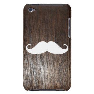 Bigote blanco divertido en fondo de madera de funda Case-Mate para iPod