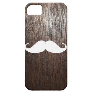 Bigote blanco divertido en fondo de madera de funda para iPhone SE/5/5s