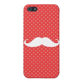 Bigote blanco divertido en lunares rojos iPhone 5 fundas