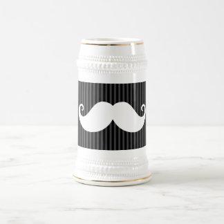 Bigote blanco divertido en modelo rayado gris negr taza de café
