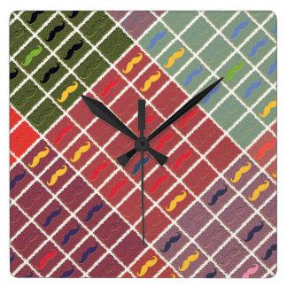 Bigote colorido divertido reloj cuadrado