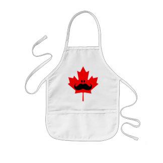 Bigote de Canadá - un bigote en arce rojo Delantales