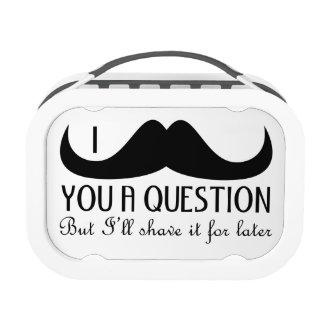 Bigote de moda y fresco de I usted una pregunta