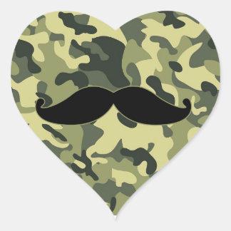 bigote del inconformista con el fondo del pegatina en forma de corazón