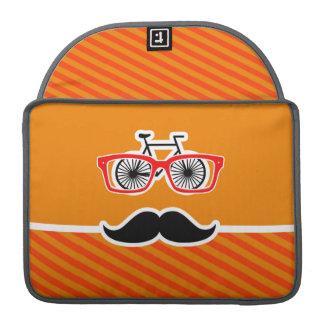 Bigote divertido con las rayas anaranjadas funda para macbooks