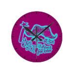 Bigote divertido usted reloj púrpura y azul de una
