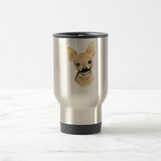 Bigote en un humor lindo del perro taza de viaje