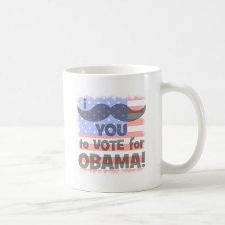 Bigote I usted a votar por Obama Taza Básica Blanca