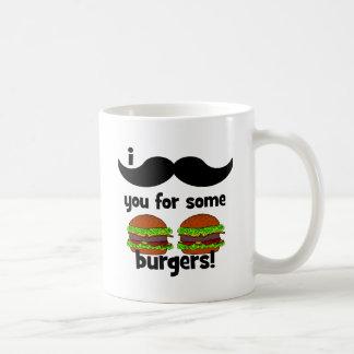 ¡Bigote I usted para algunas hamburguesas! Taza