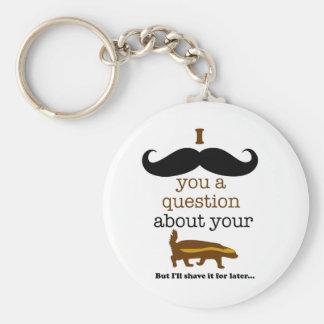 bigote i usted una pregunta sobre su tejón de miel llavero redondo tipo pin