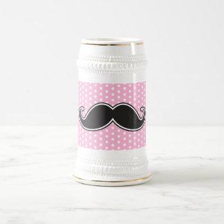 Bigote negro del manillar en lunares rosados jarra de cerveza