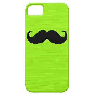 Bigote negro divertido en fondo del verde amarillo funda para iPhone 5 barely there