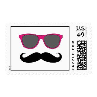 Bigote negro divertido, franqueo rosado de las sellos