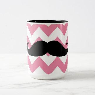 Bigote negro divertido y modelo rosado de Chevron Taza De Café De Dos Colores