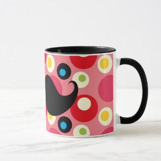 Bigote retro de la diversión en el fondo colorido taza