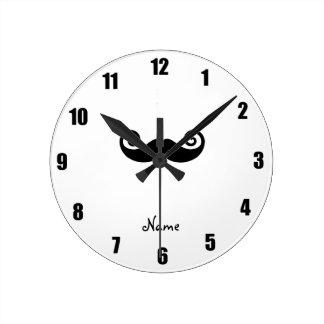 Bigote rizado conocido personalizado reloj redondo mediano