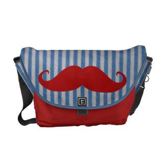 Bigote rojo divertido y rayas blancas azules bolsas de mensajería