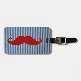Bigote rojo divertido y rayas blancas azules etiqueta para maleta