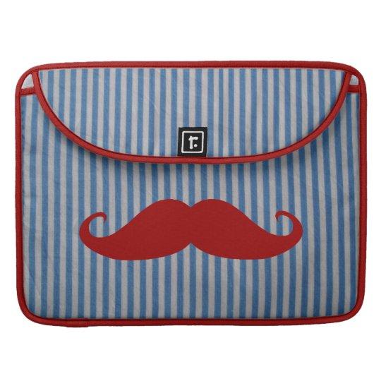 Bigote rojo divertido y rayas blancas azules funda para macbook pro